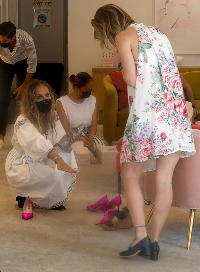 Sarah Jessica Parker assisting a customer at her SJP store