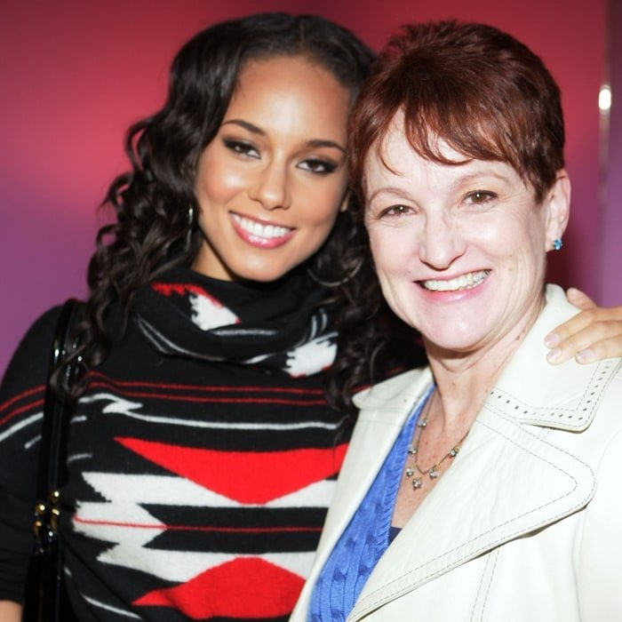 Alicia Keys and her mother Terri Augello, who is of Italian/Sicilian, English, Irish, and Scottish ancestry