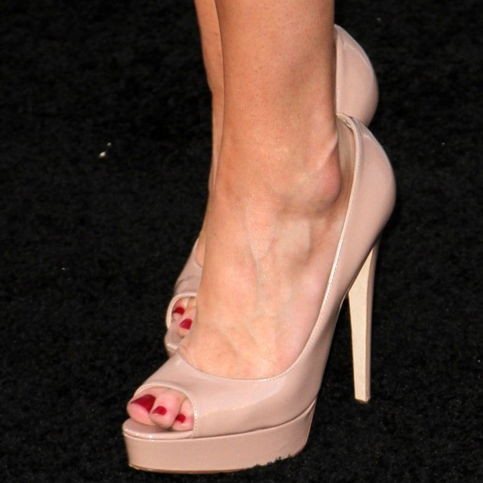 Amber Heard's sexy feet are shoe size 8 (US)