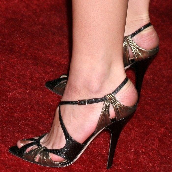 Ashley Greene's sexy feet are shoe size 8.5 (US)