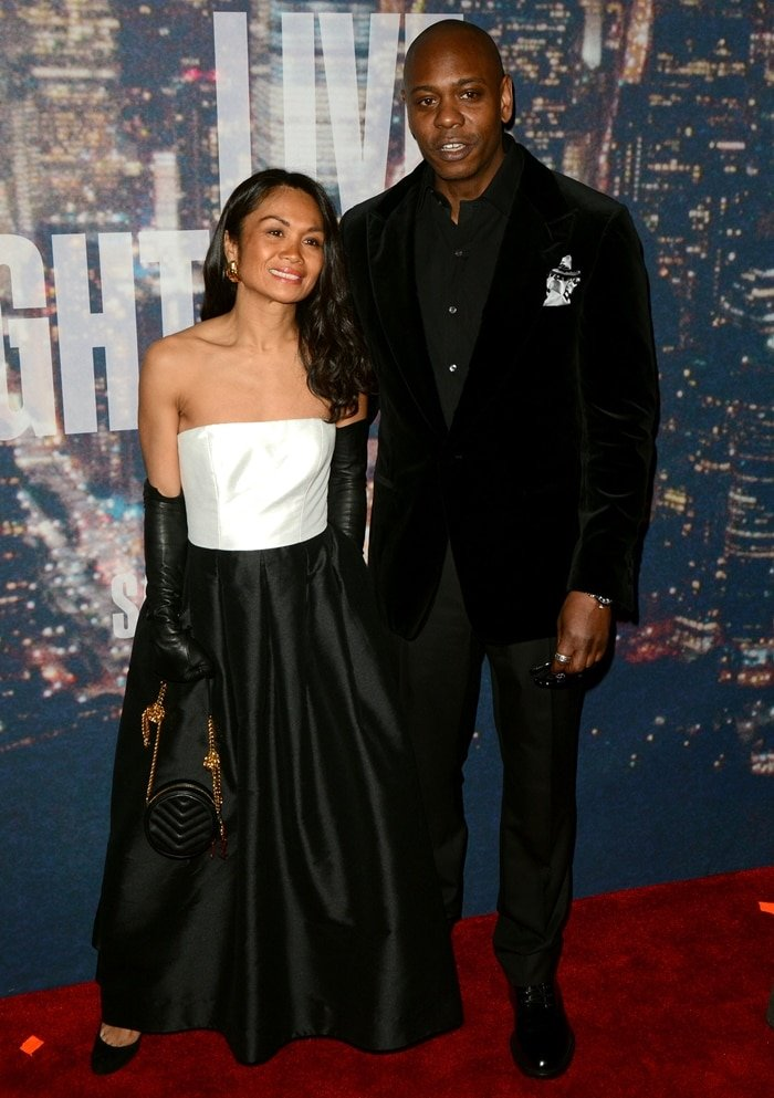 Elaine Chappelle and her husband Dave Chappelle walk the red carpet at the SNL 40th Anniversary Special