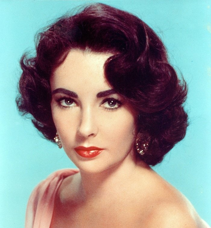 Elizabeth Taylor's eyes were blue to the extent of appearing violet