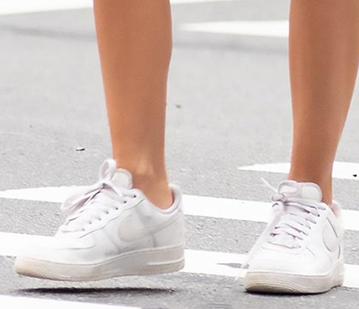 Emily Ratajkowski completes her look with classic Nike Air Force 1 sneakers