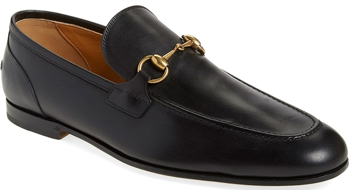 First hitting the shelves in the 1950s, this black apron-toe leather loafer polished with a goldtone horsebit pairs well with both casual and more polished outfits
