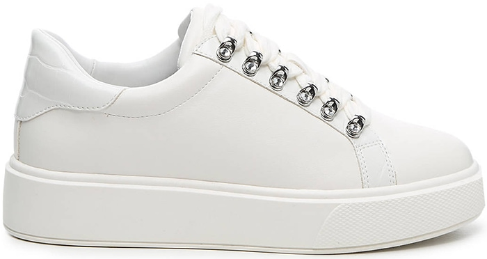 Styled with a clean and minimal upper, the Amitres sneakers from JLO JENNIFER LOPEZ capture iconic fashion