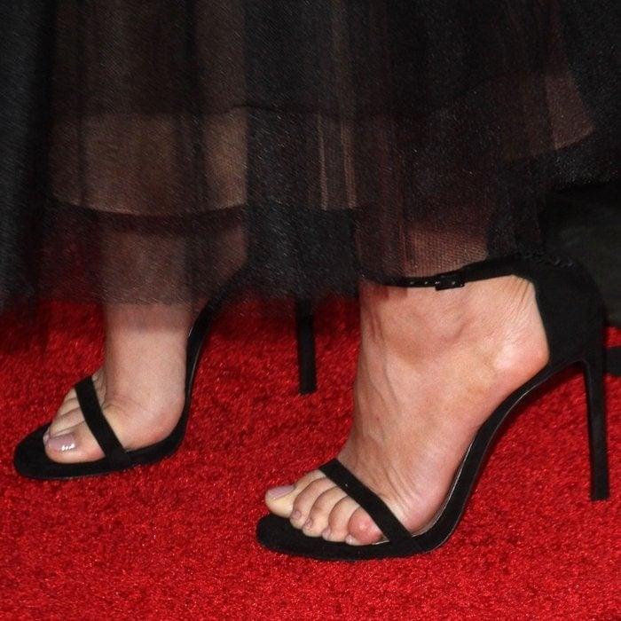 Kaley Cuoco's sexy feet in black high heels