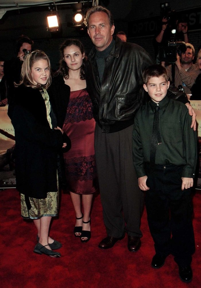 Kevin Costner with his children Annie, Lily, and Joe at the premiere of Message in a Bottle