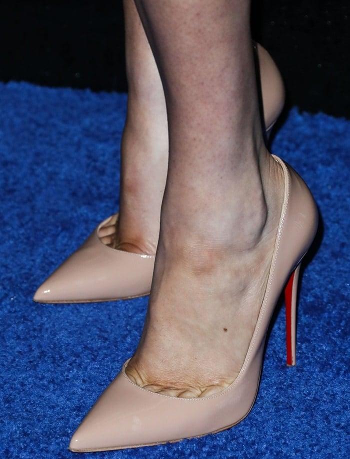 Kate Upton's sexy feet are shoze size 9.5 (US)