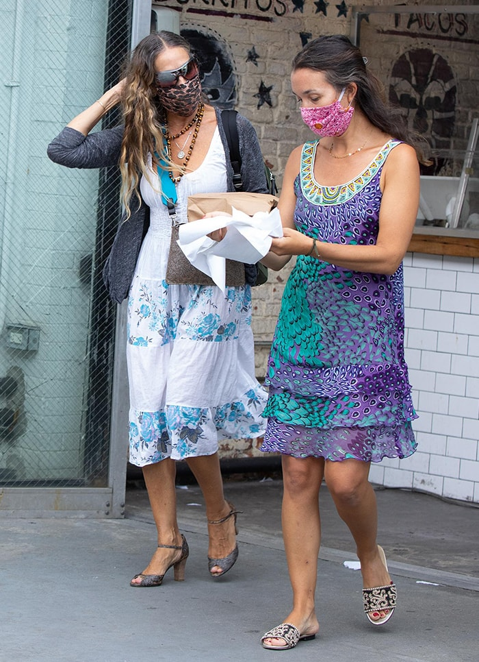 Sarah Jessica Parker stops by a taco shop near her store