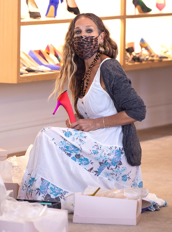 Sarah Jessica Parker wears a leopard face mask as she attends to her customers