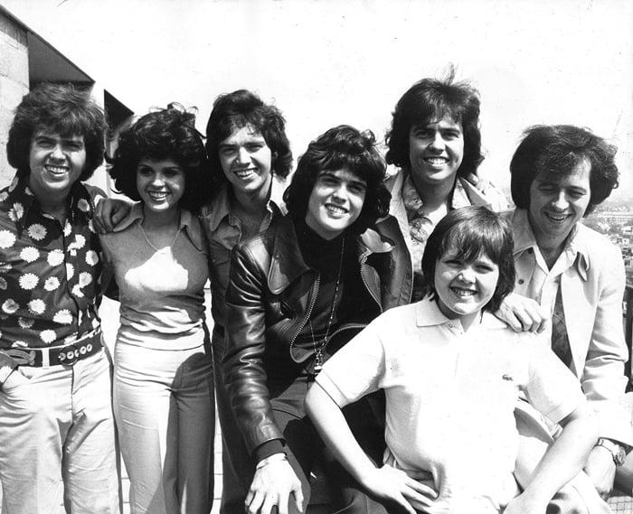 The Osmonds: Jay Osmond, Marie Osmond, Merril Osmond, Donny Osmond, Alan Osmond, Jimmy Osmond (front) and Wayne Osmond The Osmonds (May 27, 1975)