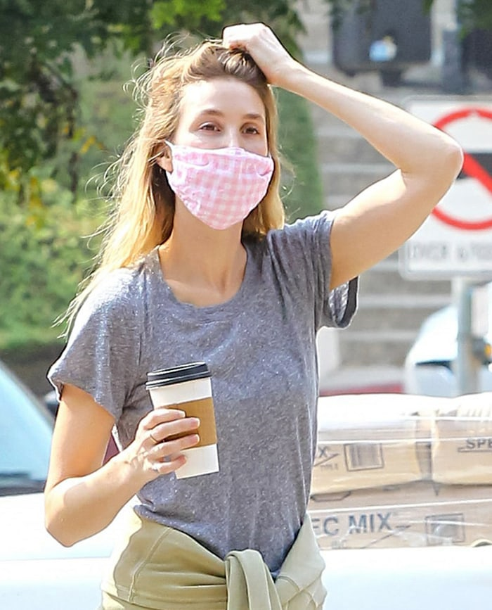 Whitney Port goes makeup-free and wears a pink checkered face mask