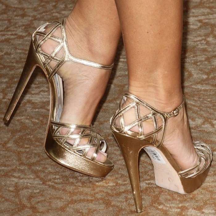 Sofia Vergara's sexy feet are shoe size 8.5 (US) (Credit: FayesVision / WENN)