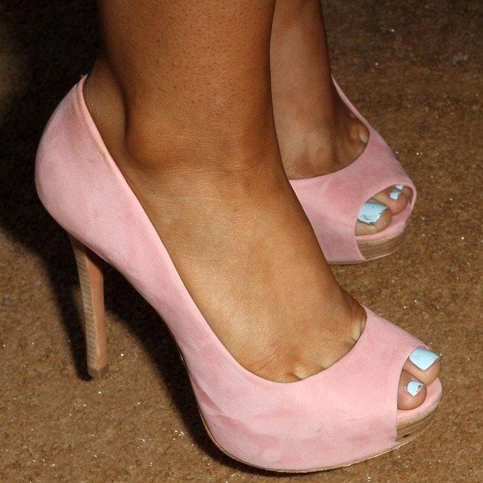 Ariana Grande wears shoe size 6 (US)