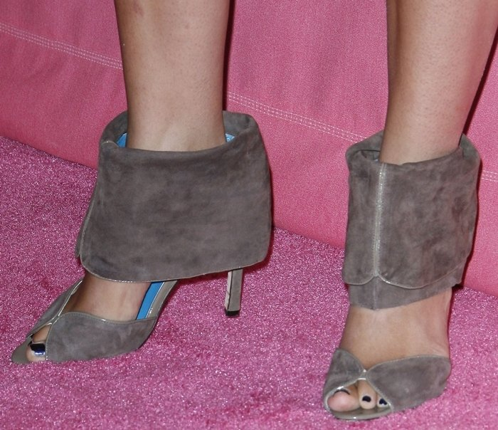 Camila Alves' sexy feet are shoe size 8.5 (US)