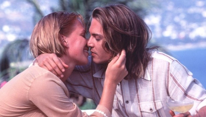 """Johnny Depp as American cocaine smuggler George Jung and Franka Potente as Barbara """"Barbie"""" Buckley in the 2001 biographical crime film Blow"""