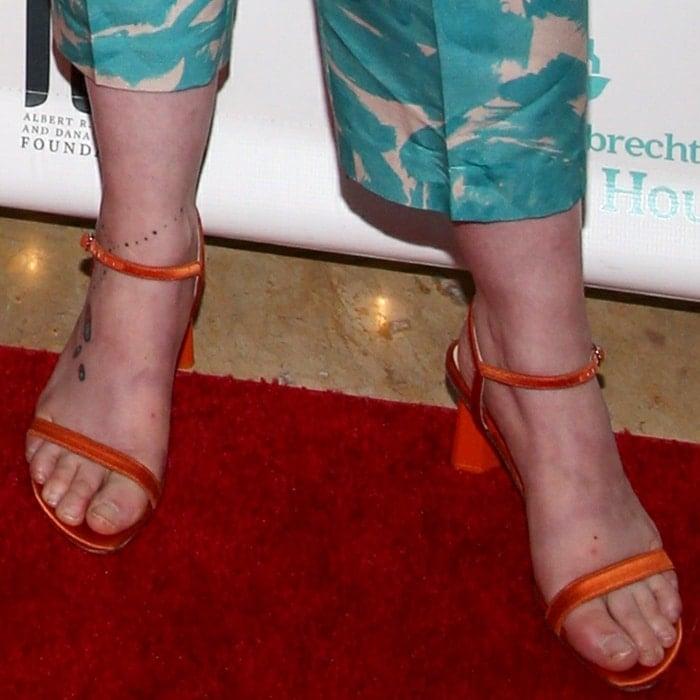 Lena Dunham's feet are shoe size 6 (US)