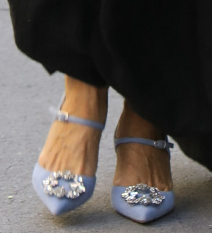 Sarah Jessica Parker slips into a pair of lilac Manolo Blahnik pumps