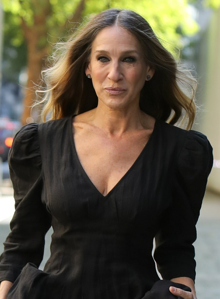 Sarah Jessica Parker looks stunning in a gothic dress with matching gothic smokey eye-makeup