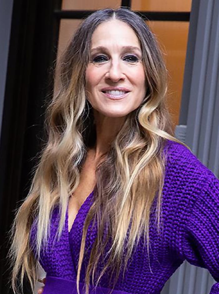 Sarah Jessica Parker wears her naturally curly hair down with her signature smokey eye-makeup