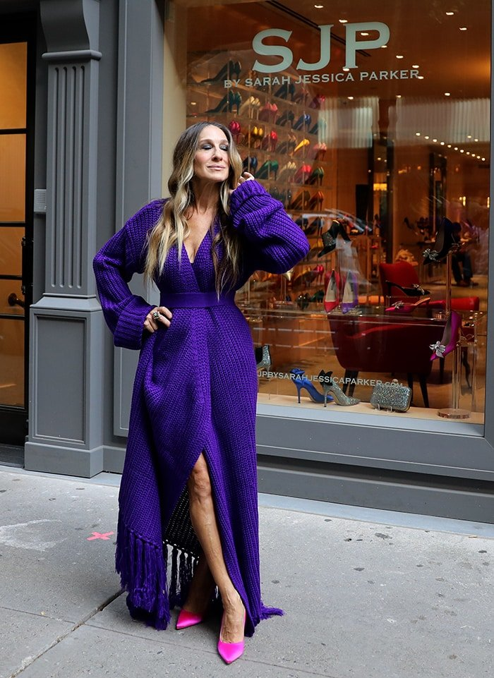 Sarah Jessica Parker steps out of her Midtown, Manhattan store for a photoshoot on October 15, 2020
