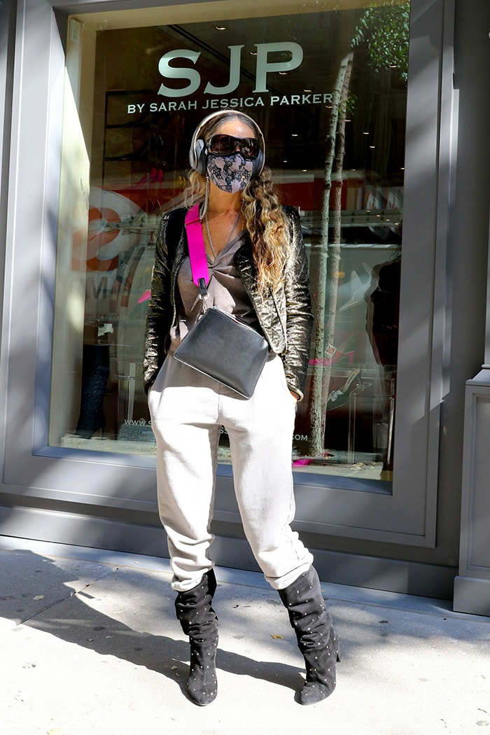 Sarah Jessica Parker wears similar outfit with a glittery jacket for her store visit on October 6, 2020