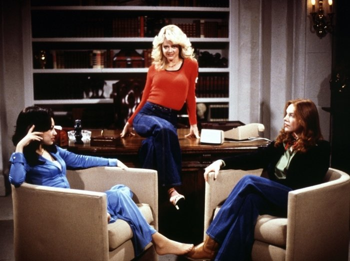 Mila Kunis as Jackie Burkhart, Lisa Robin Kelly as Laurie Forman, and Laura Prepon as Donna Pinciotti on That '70s Show