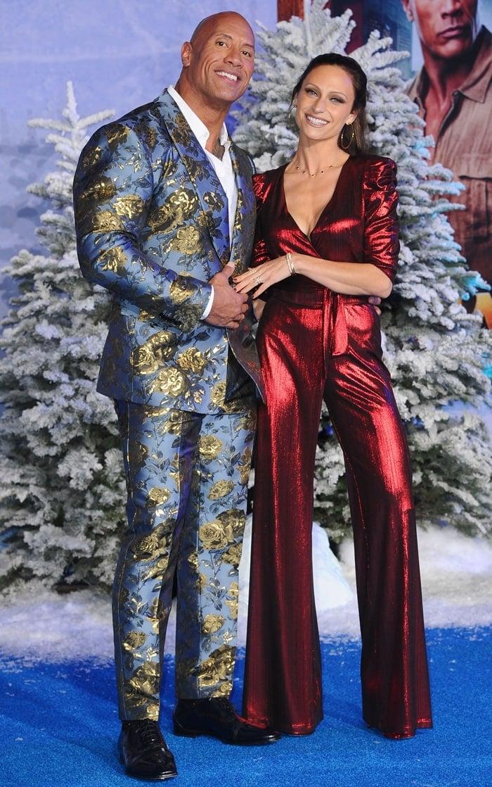 Dwayne Johnson, posing with Lauren Hashian, wears shoe size 14 (US)