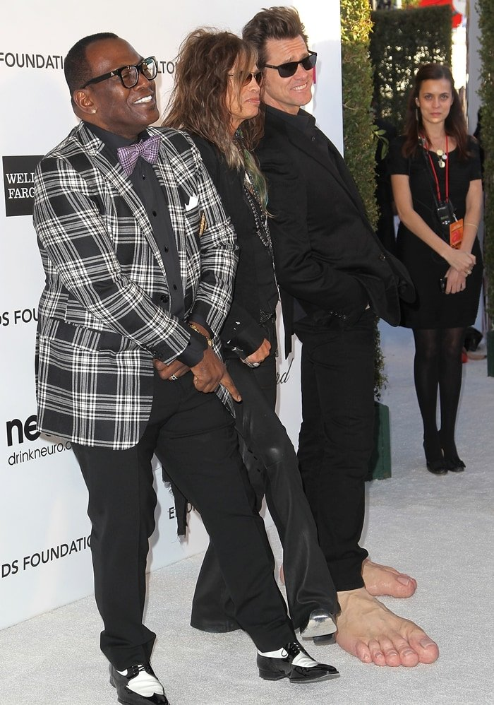 Jim Carrey shows that he has much bigger feet than Randy Jackson and Steven Tyler