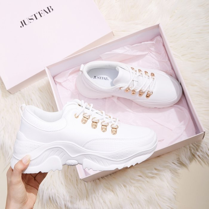 These white JustFab sneakers look amazing with a cute pair of jeans or a cute dress