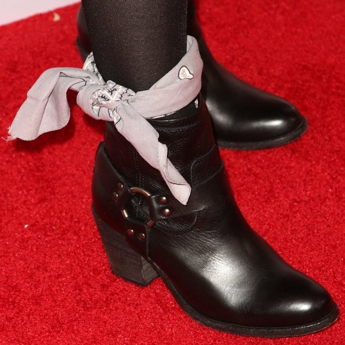 Wear your new leather shoes around the house for short periods of time to jump-start the break-in process