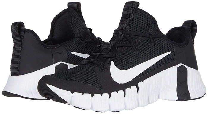 Upgraded with a more rigid frame and stable base, the flexible Nike Free Metcon 3 cross trainers are even better for lifting and side-to-side action