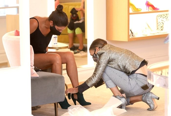 """Sarah Jessica Parker helps a customer find the right shoe size at the """"SJP By Sarah Jessica Parker"""" store"""