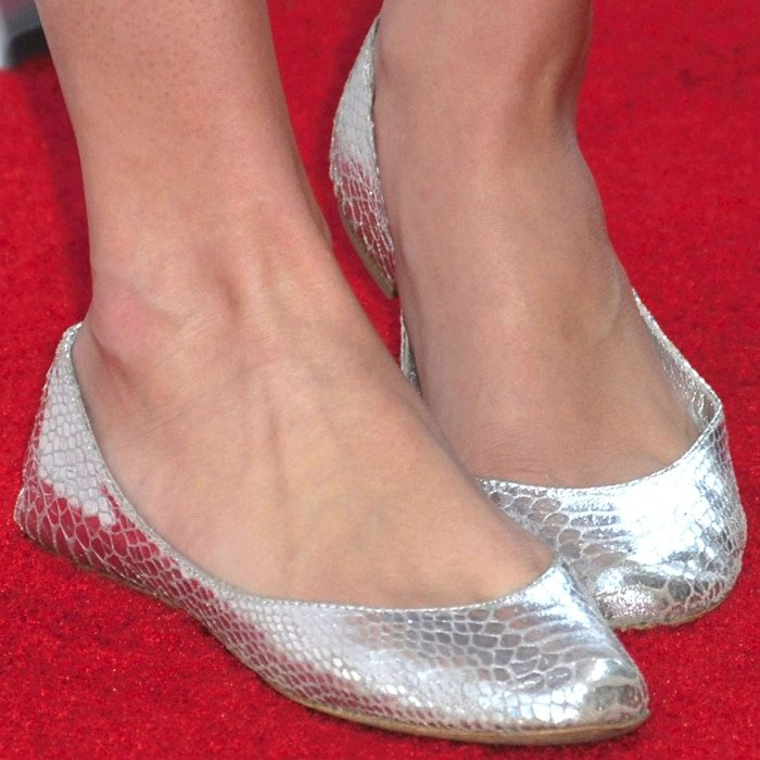 Taylor Swift's feet are shoe size 8.5 (US)