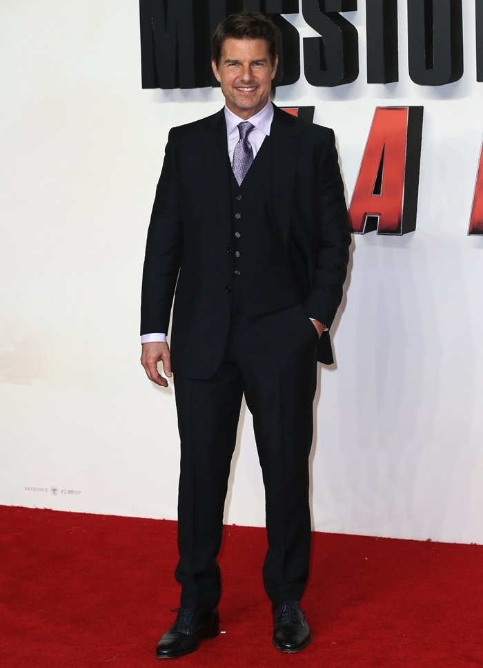 One of the shortest actors in Hollywood and believed to use height increasing shoes, Tom Cruise's real height is 5ft 7 in (170cm) and he wears shoe size 9 (US)