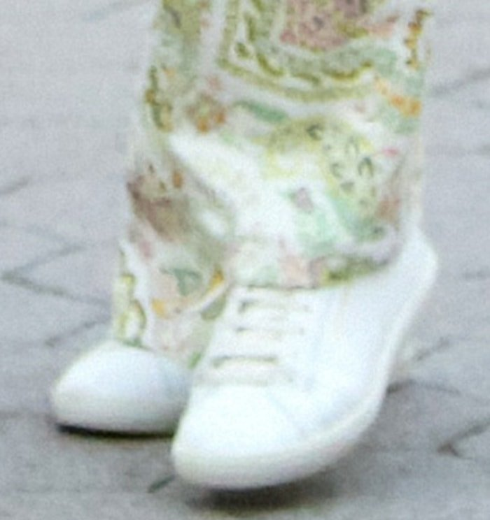 Ana de Armas completes her casual day look with Saint Laurent sneakers