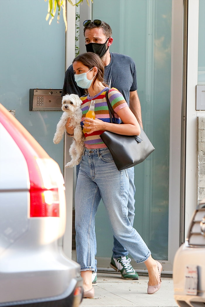 Ben Affleck helps girlfriend Ana de Armas load her luggage into his car on August 19, 2020