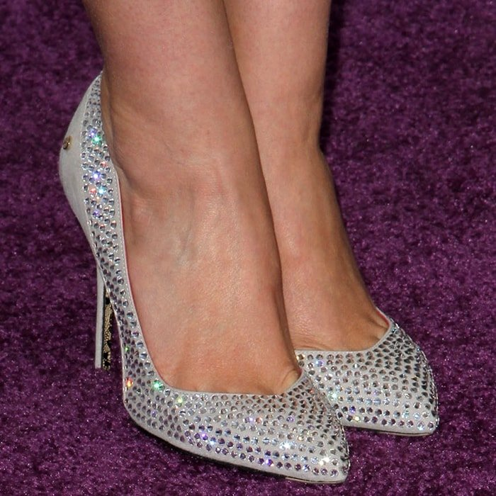 Elizabeth Olsen shows off her sexy size 8 (US) feet in Cesare Paciotti shoes at the 2012 Film Independent Spirit Awards