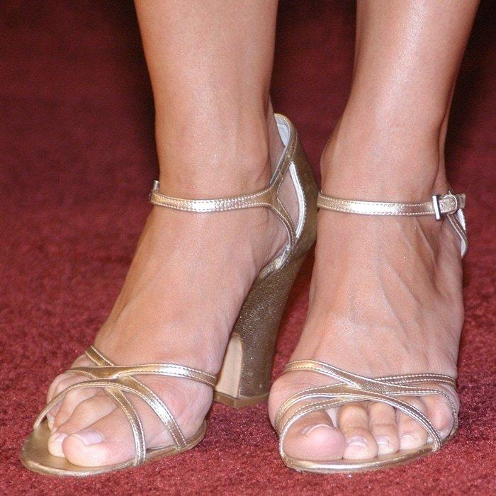 Julia Louis-Dreyfus' feet are shoe size 8.5 (US)