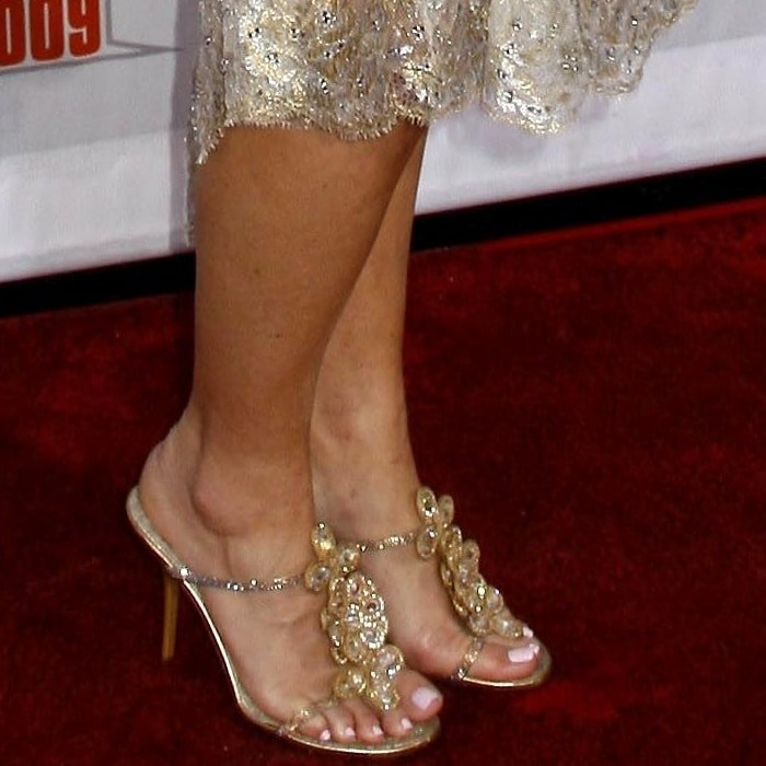 Kim Zolciak-Biermann's feet are shoe size 8.5 (US)