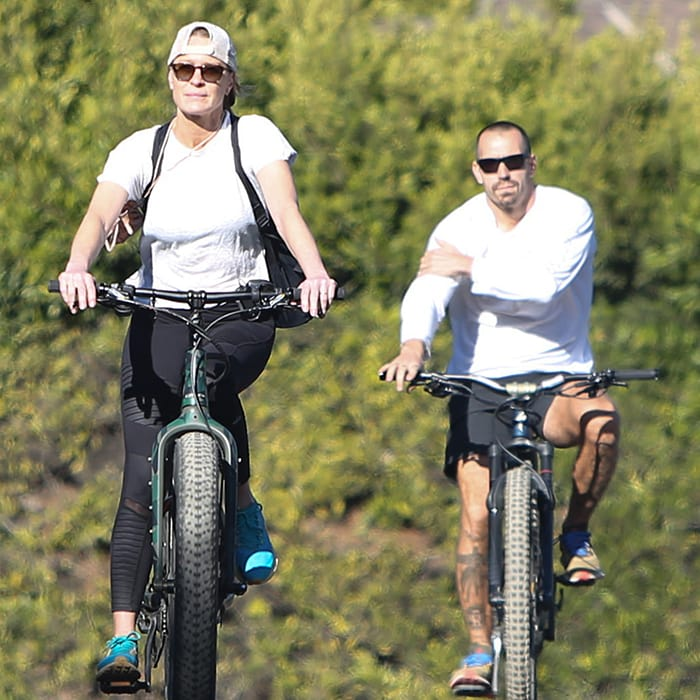 Robin Wright and husband Clément Giraudet go biking in Los Angeles on November 28, 2020