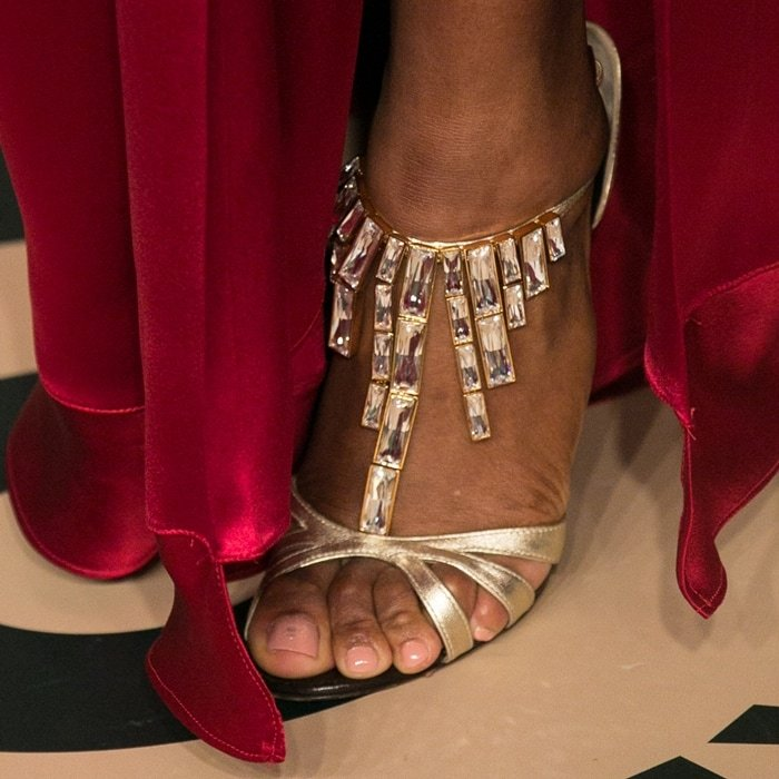 Tennis player Serena Williams is 5′ 9″ and wears shoe size 10.5 (US)