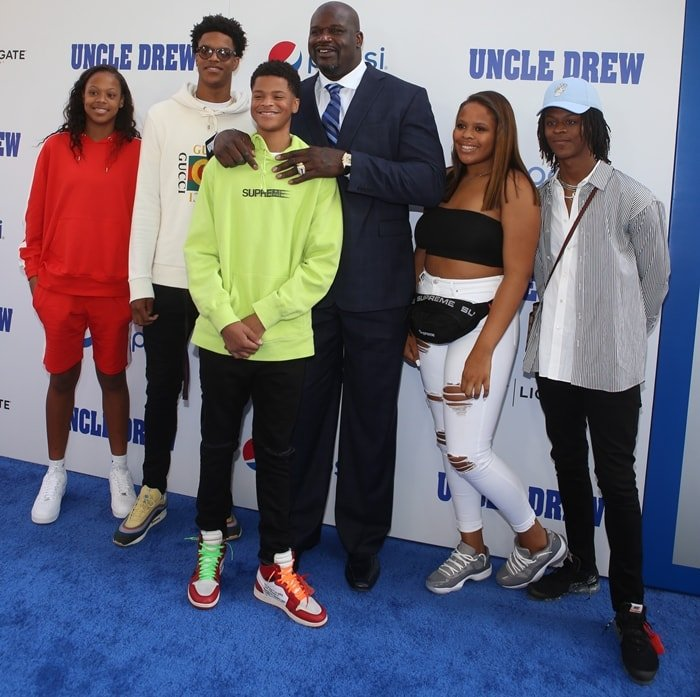 Shaquille O'Neal with his five children Shareef, Me'arah, Shaqir, Amirah and Taahirah O'Neal