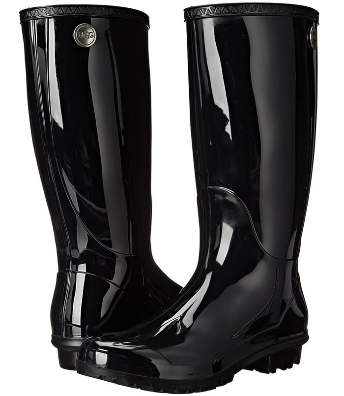 A classic rain boot with high-gloss finish, the Shaye features waterproof construction and a sheepskin-lined insole to keep feet warm and dry