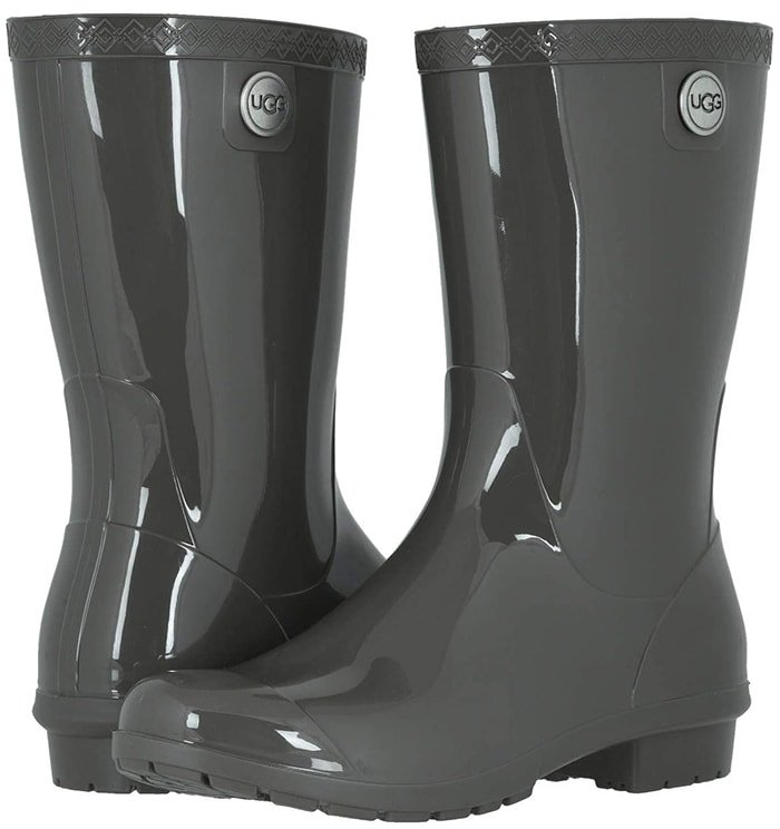 A classic rain boot with a matte finish, the Sienna features waterproof construction and a sheepskin-lined insole to keep feet warm and dry