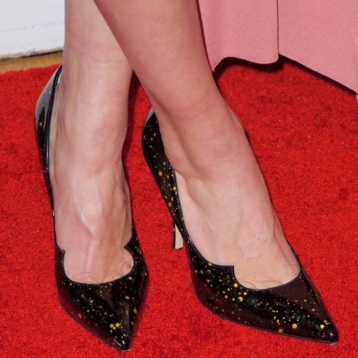 Allison Williams' feet are shoe size 7 (US)