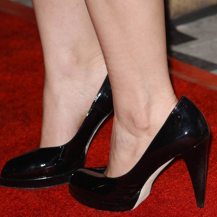 America Ferrera's feet are shoe size 6.5 (US)
