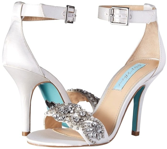 Dress sandals can be worn at smart casual or more formal events like parties and weddings