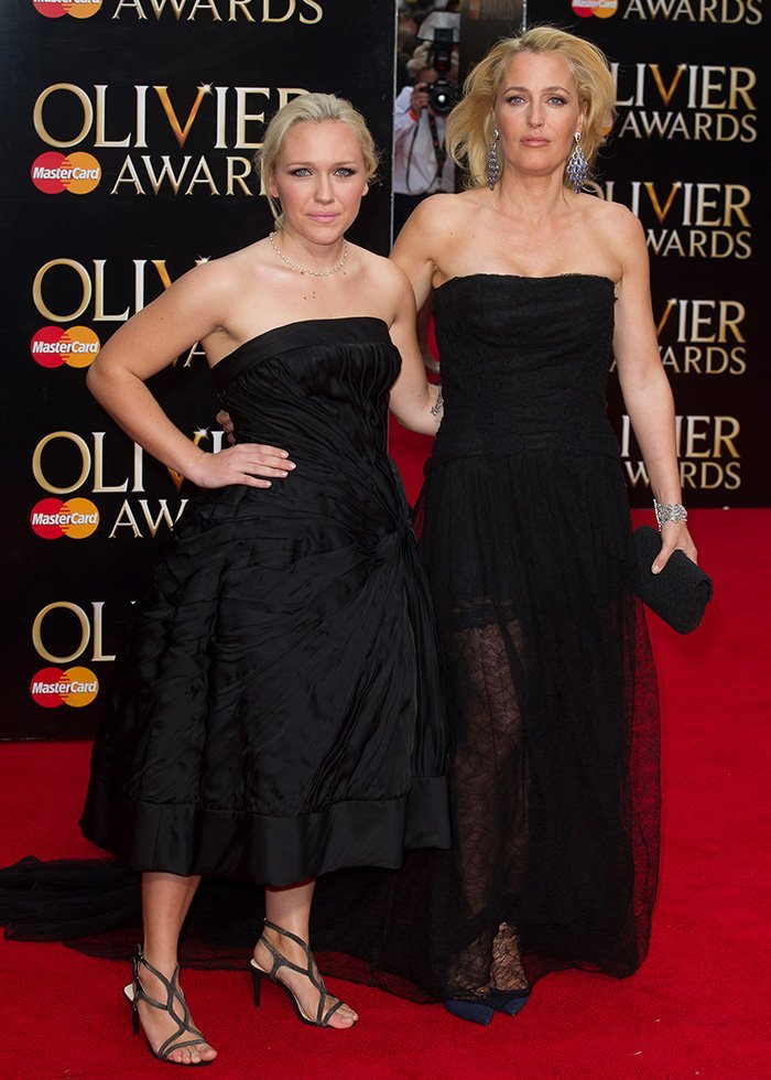 Piper Maru Klotz and mother Gillian Anderson are twinning at the Olivier Awards 2015