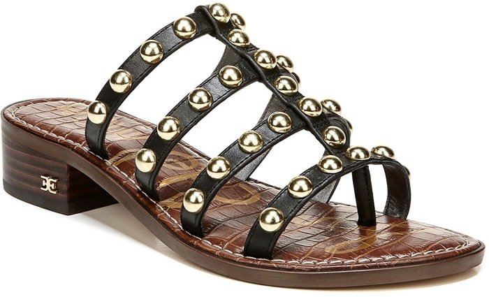 Also called Roman sandals or caligae, gladiator sandals are normally flat with several wide cross straps